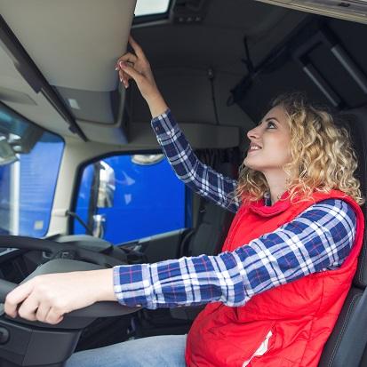 femme conducteur PL carte tachygraphe camion installation sdei